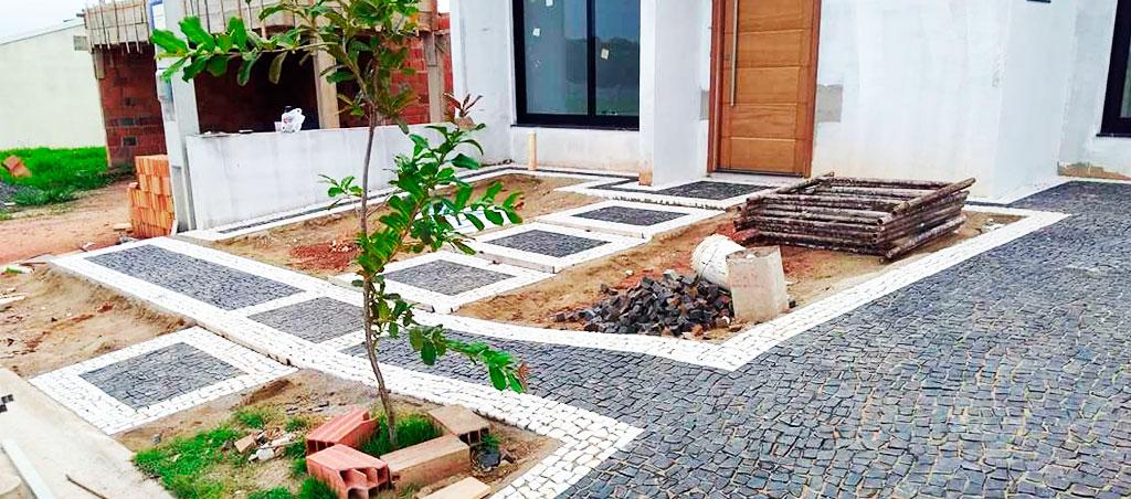 Mosaico Português em Calçada Residencial
